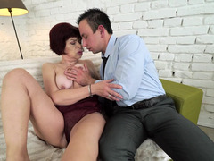 Boy tried an older woman in bed and satisfied her hairy cunt