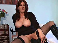 Mature amateur gigantic dildo penetration
