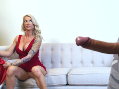 Blonde milf that loves anal is handling a big and hard juicy cock