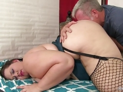Big beautiful women Becki Butterfly gets a full body massage