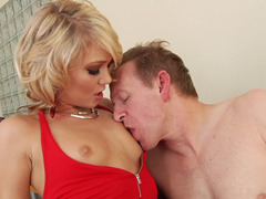 A blonde that loves hardcore fucking is getting anally pounded
