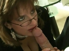 UK Sexually available mom Sonia wants cum, but doesn't have time to have an intercourse