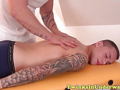 Twunk amateur dicksucked by hunky masseur