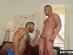 Muscle bear oral sex and cumshot