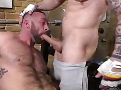 muscle daddies gym fuck