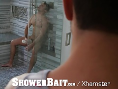 ShowerBait - Straight Dude Seduced By Hot Gay Friend