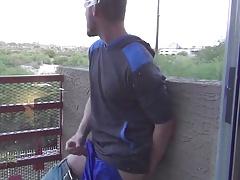 Auf dem Balkon gewichst