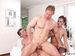 Cockloving stud enjoys a mmf threesome