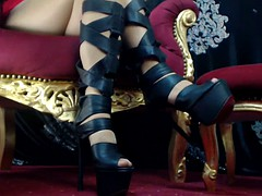 Domme Laura's nyloned feet