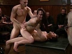 Bondage domination sadisme masochisme, Brunette brune, Emocore, Partouze, Groupe, Hard, Orgie, Public
