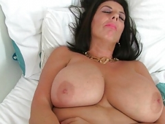 British sexually available mom Lulu gets down and dirty a dildo