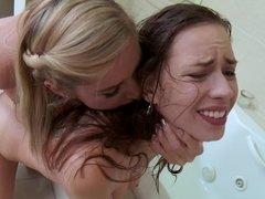 Grosse titten, Blondine, Braunhaarige, Weibliche domination, Lesbisch, Jungendliche (18+)