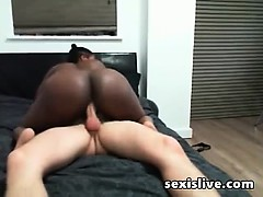 Big butt of ebony fucking with her white guy