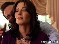 Milf sixtynines babe in forbidden threesome