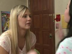 Veruca James teaches Scarlet Red how to kiss