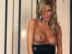 Brilliant porn model Nicole Graves plays hot role in solo video