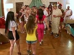 Amerikanisch, Grosse titten, Braunhaarige, Gesichtssitzen, Gruppe, Hardcore, Orgie, Party