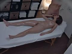 Deep Internal Massage For Amateur Babe