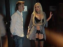 Blonde Porn pro Nina Elle escorting me