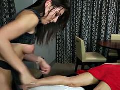 Amateur masseuse secretly jerking in session