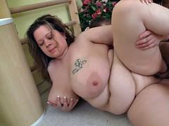 Big booty plumper gets laid
