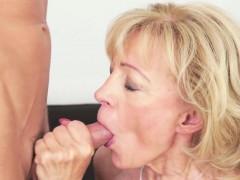 Old lady takes cumshot