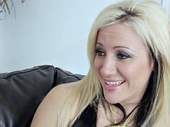 Blonde girlfriend loves being eaten by her lover