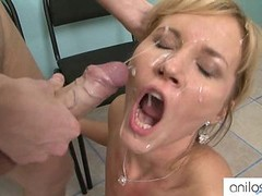 Hot cougar loves tush getting down and dirty