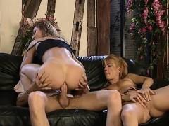 Анальный секс, Блондинки, Брюнетки, Пальцем, Втроем