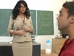 Tetas grandes, Morena, Gafas, Madres para coger, Oficina, Maestra, Tetas, Bajo la falda