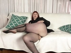 Northern american milf Scarlett shows us her nyloned wide hips and more