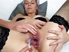Mature unshaved pussy of granny Linda explored up close