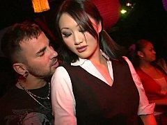 Asiatique, Brunette brune, Club, Dansant, Groupe, Orgie, Fête, Actrice du porno