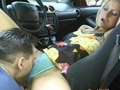 Sexy blonde broad analized in car