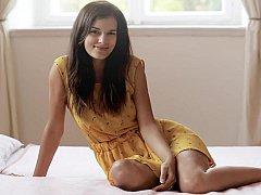 18 ans, Incroyable, Brunette brune, Chatte, Rasée, Maigrichonne, Se déshabiller, Nénés