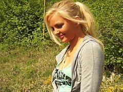 Blonde, Naturelle, Seins naturels, De plein air, Réalité, Se déshabiller, Allumeuse, Adolescente