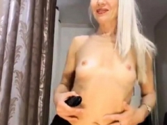 Good-looking blonde sexually available mom plays & cums