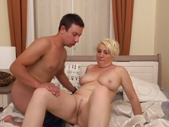 Chunky mature mother suck n have an intercourse young guy