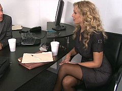 Блондинки, Смазливые, Секс без цензуры, Каблуки, Милф, В офисе, Секретарша, Чулки