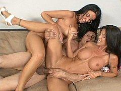 Grote mammen, Bruinharig, Sperma shot, Sperma in gezicht, 1 man 2 vrouwen, Groep, Moeder die ik wil neuken, Trio