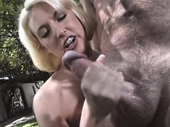 Outdoor handjob From Natural Blonde