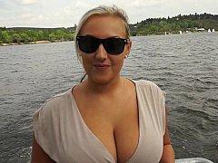 Blondine, Vollbusig, Tschechisch, Europäisch, Geld, Natürlichen titten, Im freien, Pov