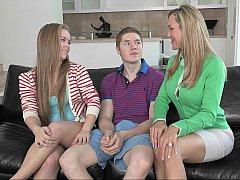 Blondine, Studentin, Paar, Frau, Freundin, Gruppe, Lehrer, Jungendliche (18+)