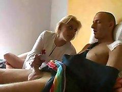 Blonde, Infirmière
