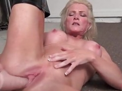 Pumped up cougar Mandy Foxx is masturbating in sexy boots