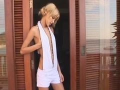 Sasha getting stimulated and fingered outdoor