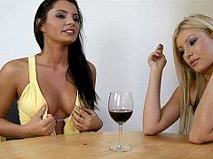 Blonde, Brunette brune, Mignonne, Robe, 2 femmes 1 homme, Groupe, Hongroise, Fumer