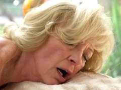 Blondine, Oma, Reif