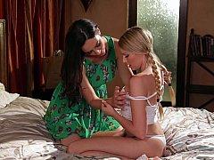 Hija, Lesbiana, Madres para coger, Mamá, Coño, Afeitado, Madrastra, Adolescente