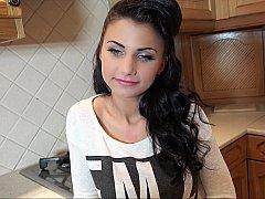18 ans, Amateur, Brunette brune, Européenne, Hard, Naturelle, Réalité, Adolescente